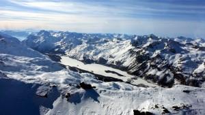 Silvaplanersee mit Eis und Schneedecke umhüllt